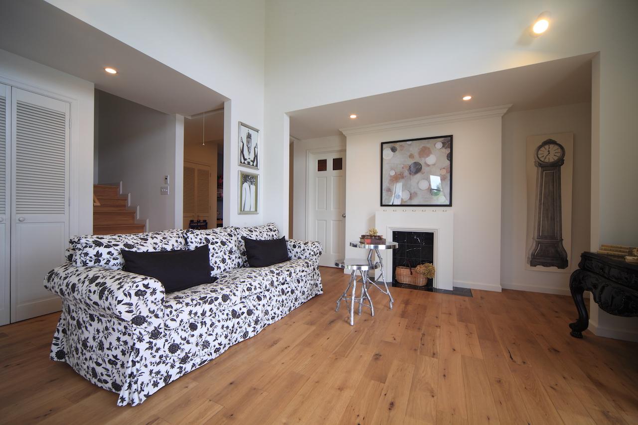 モダンテイストの家具が合うリビングルーム