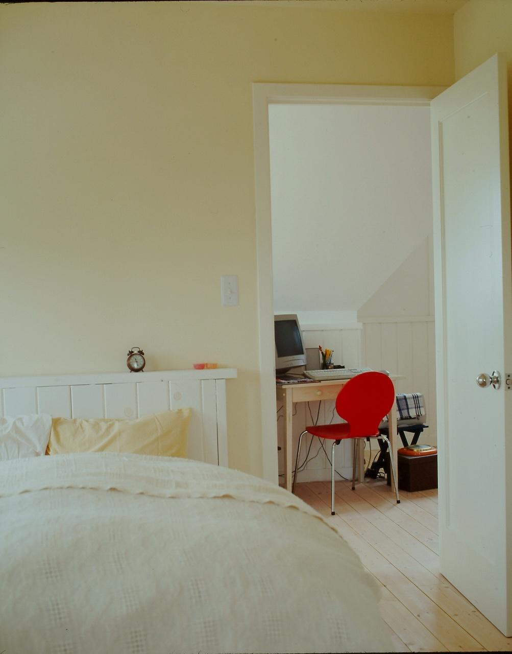 ベッドルーム、そして屋根勾配を活かした勉強部屋。