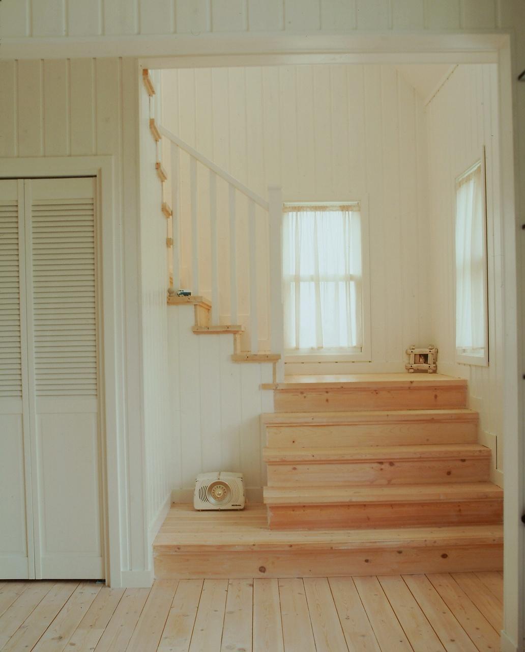 ベンチ代わりになる、パインのやさしい階段
