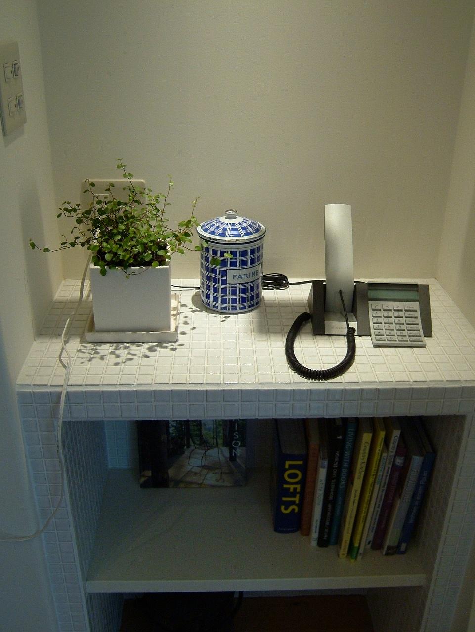 収納棚も造作で、壁の間に収まるように設計。