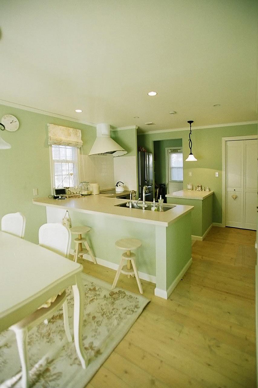 キッチンとパントリー、機能的な動線