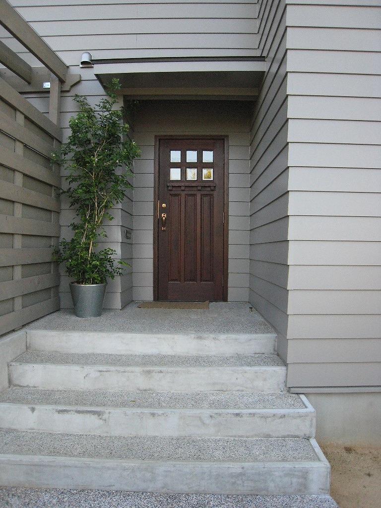 蒲プリ(蒲郡プリンスホテル)の麓に建つ、モダンデザインの家。外壁はラップサイディング