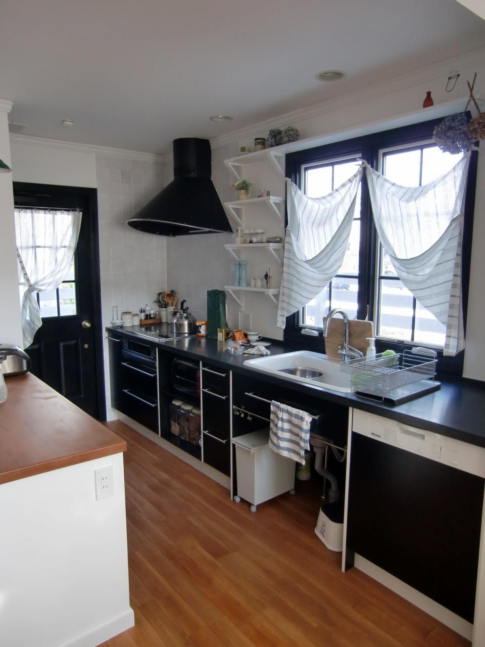 黒色フレンチテイストのキッチン