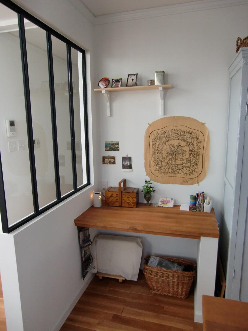 家事ワークコーナーはキッチンの一家に、リビングも見渡せるガラスパーテーション