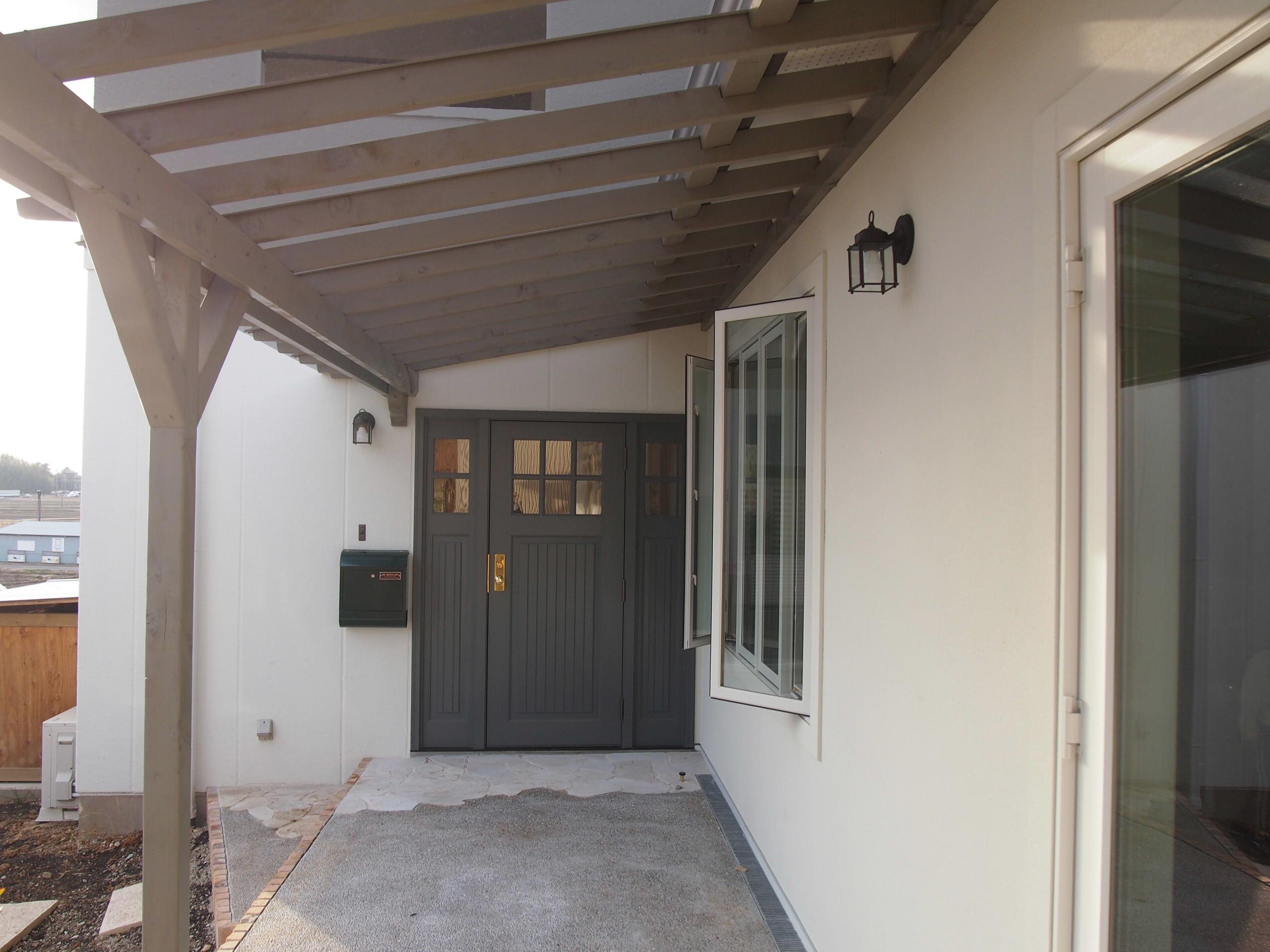 カバードポーチ、玄関ドア