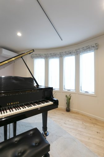 グランドピアノのある、音楽室