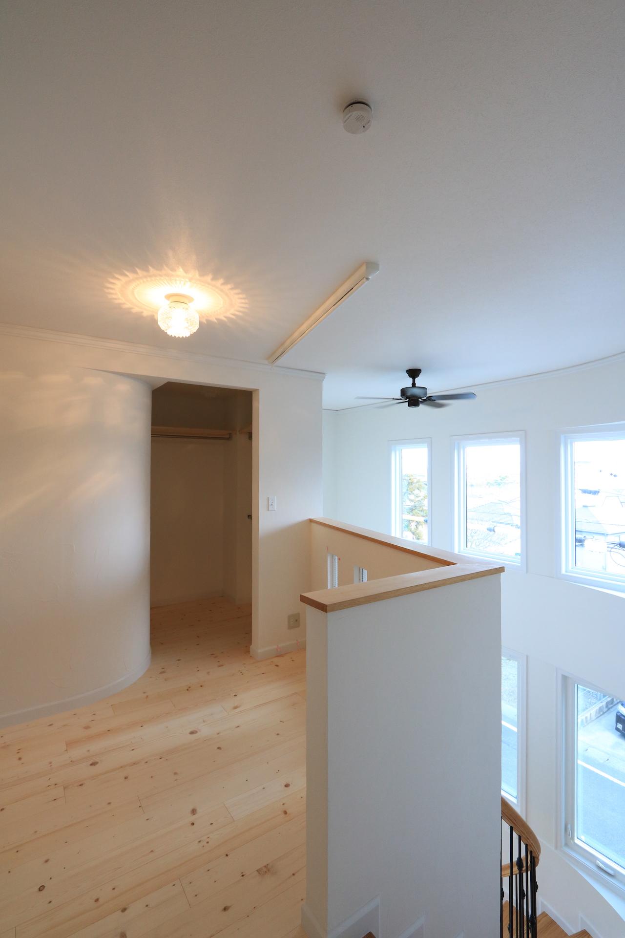 2階のホールはフレキシブルに活用。室内干しやキッズコーナー