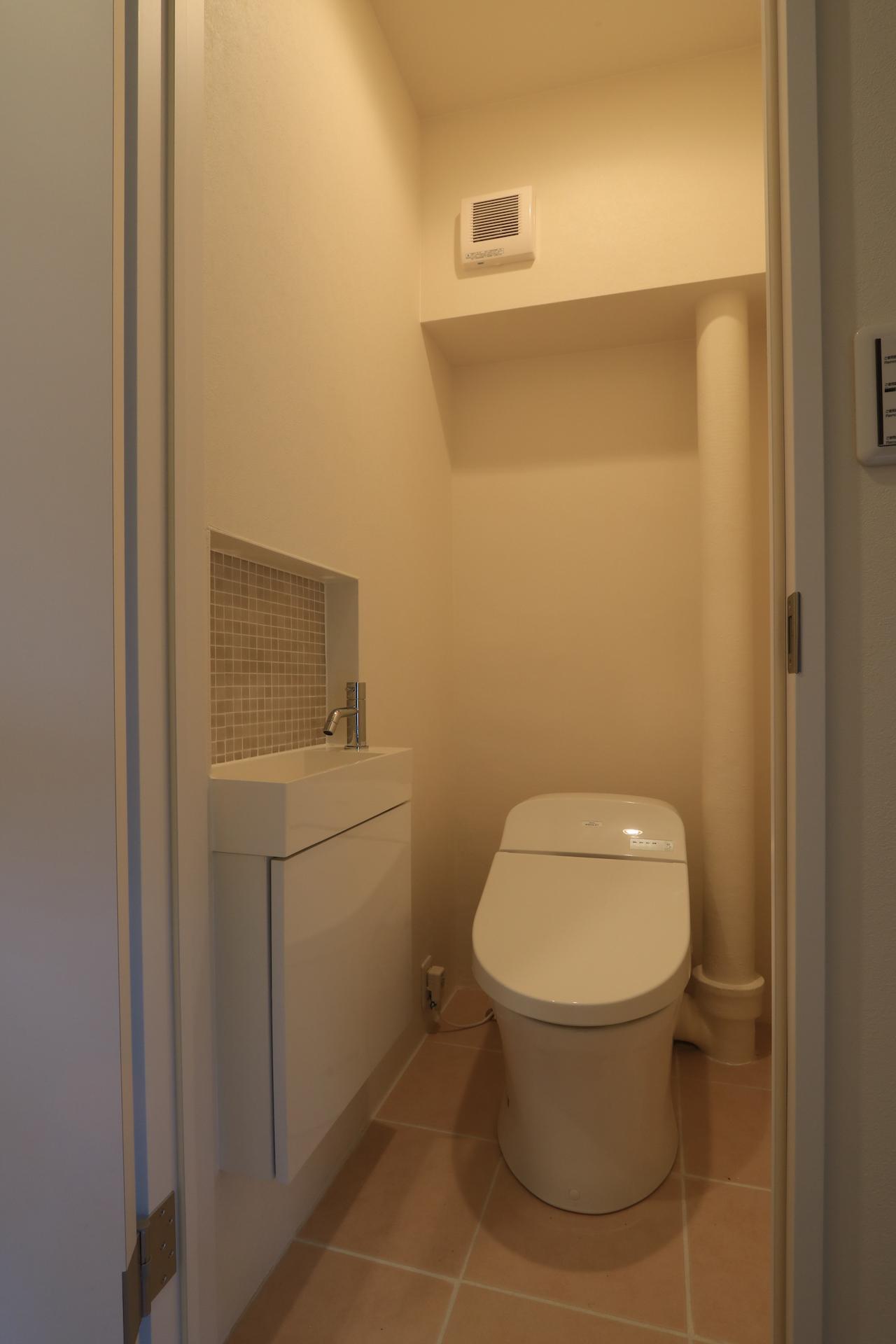 収納手洗い付きのタンクレストイレ