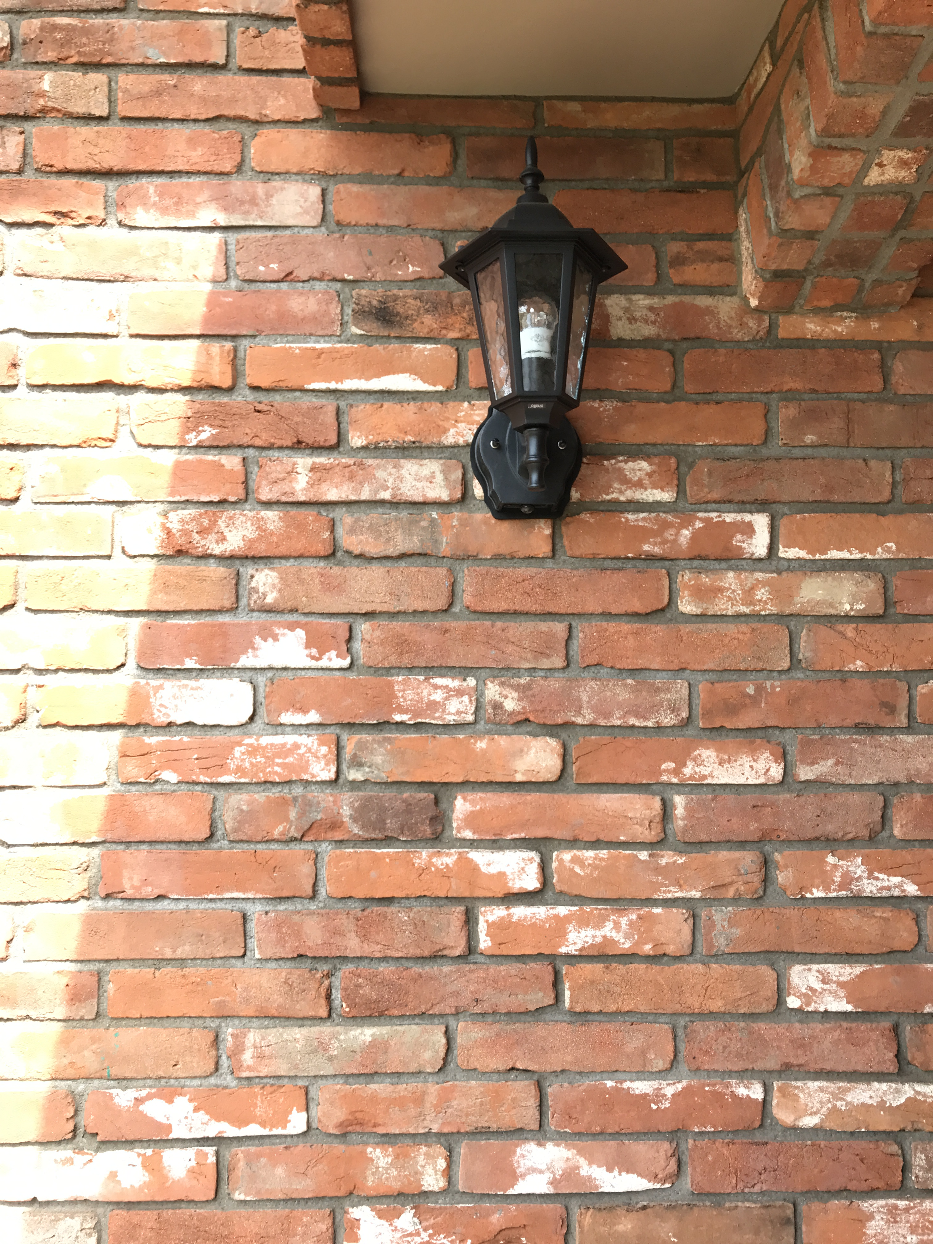 外壁は総レンガ貼りに