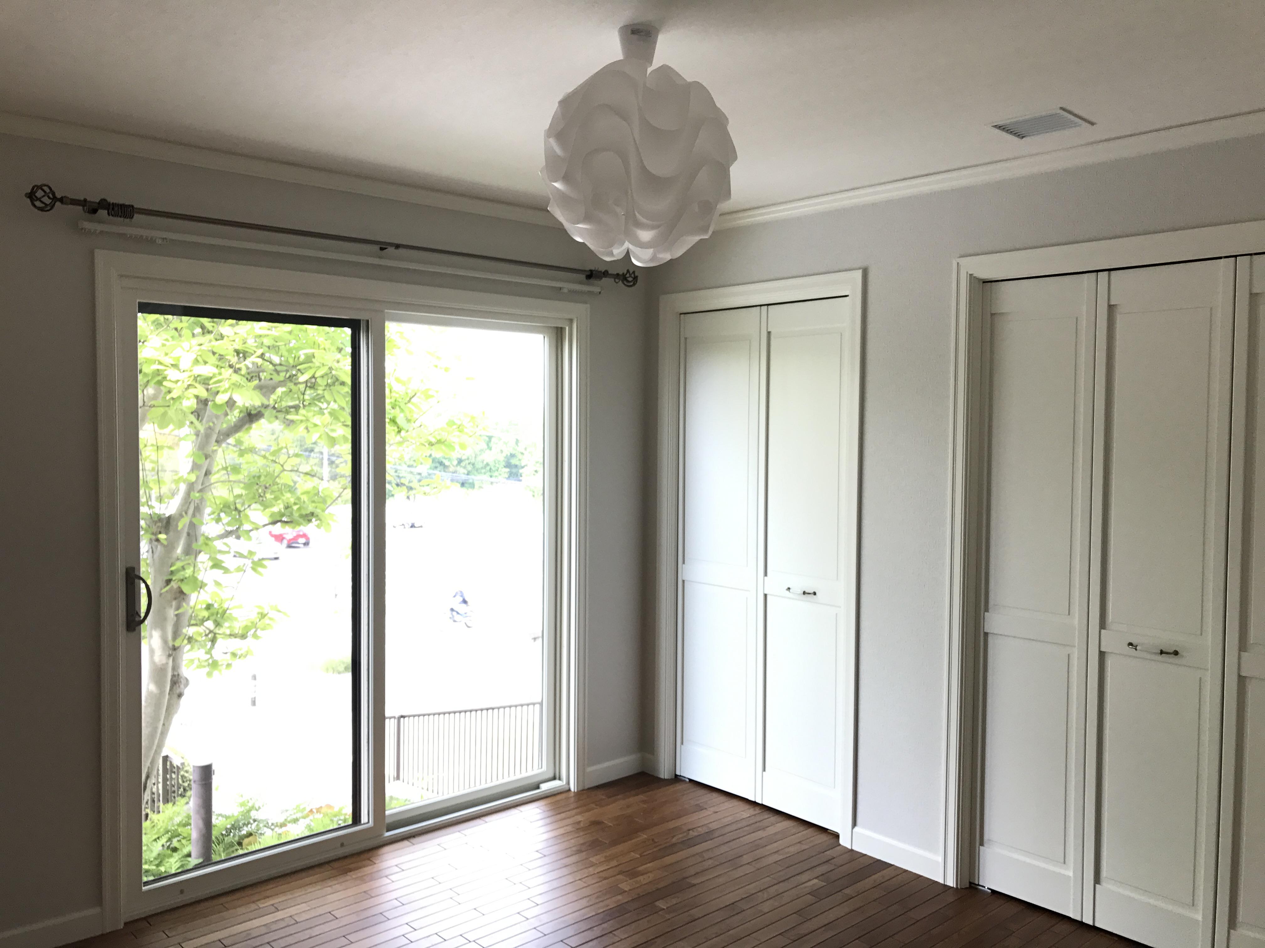 木製掃出し窓や収納扉も、すべてリフォーム