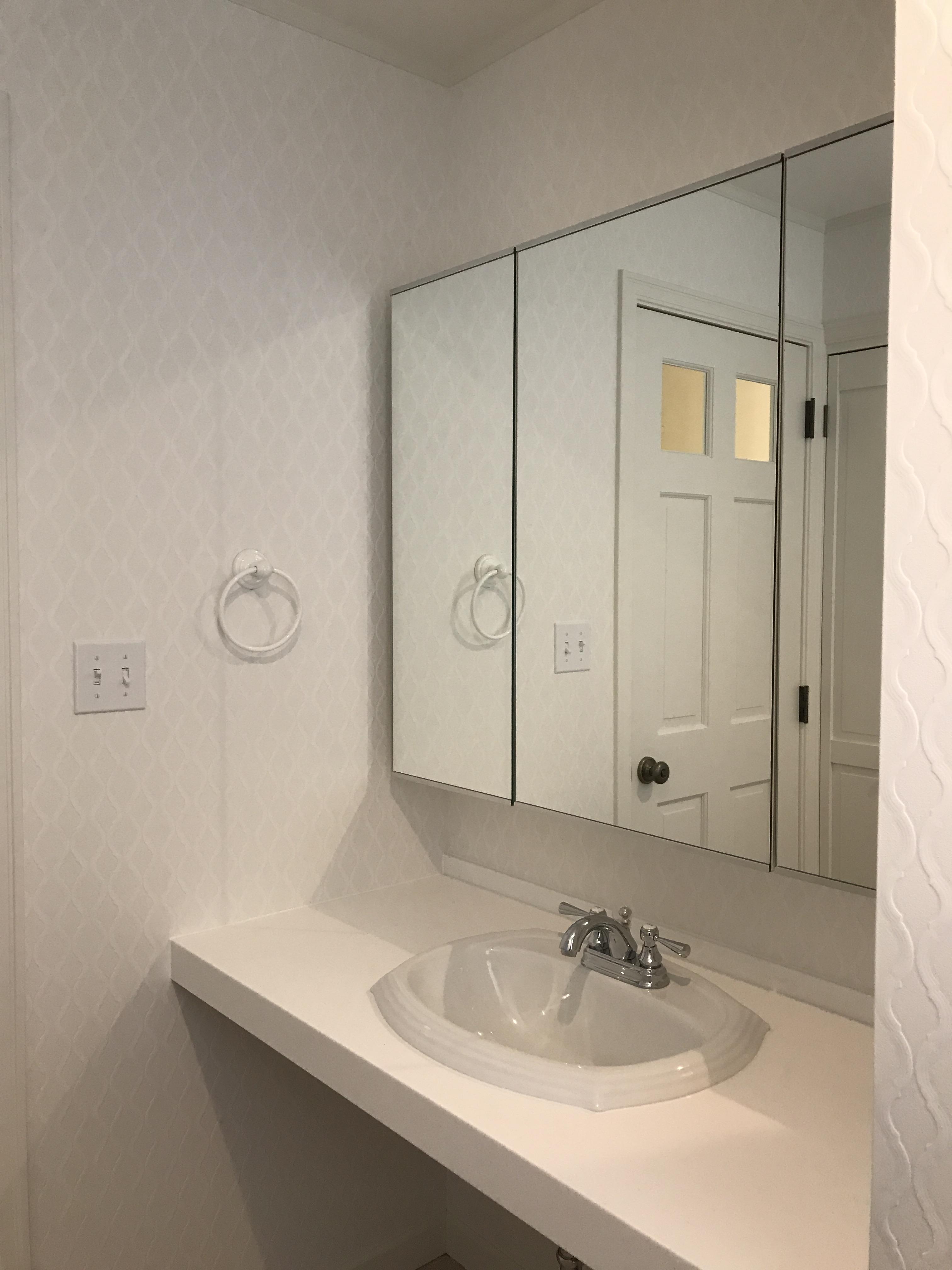 洗面室もお好みのアイテムをセレクト、全面鏡