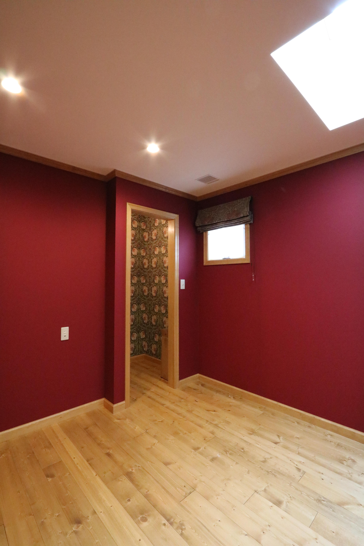ウィリアムモリスの壁紙を使用した、渋い大人部屋