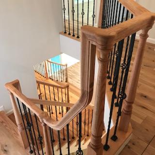 アイアンと無垢木製ハンドレールの、大工手作り階段手摺。